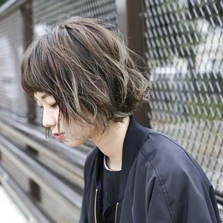 インナーカラー モード パーマ ウェーブ ヘアスタイルや髪型の写真・画像 ヘアスタイルや髪型の写真・画像