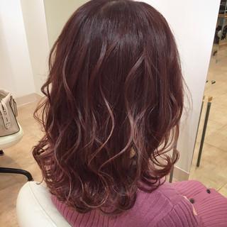ゆる巻き ミディアム ピンク ピンクアッシュ ヘアスタイルや髪型の写真・画像