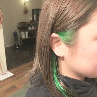 ハイライト インナーグリーン インナーカラー ボブ ヘアスタイルや髪型の写真・画像