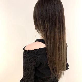 ガーリー ブリーチ ロング シルバーグレージュ ヘアスタイルや髪型の写真・画像