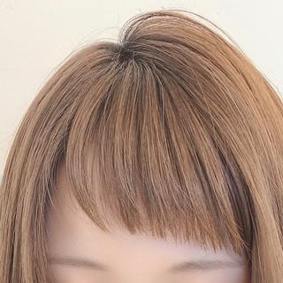 ショート オン眉 前髪 フェミニン ヘアスタイルや髪型の写真・画像