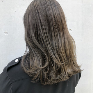 ナチュラル アッシュグレージュ ミディアム アッシュベージュ ヘアスタイルや髪型の写真・画像