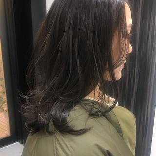 セミロング レイヤースタイル ミディアムレイヤー レイヤーヘアー ヘアスタイルや髪型の写真・画像