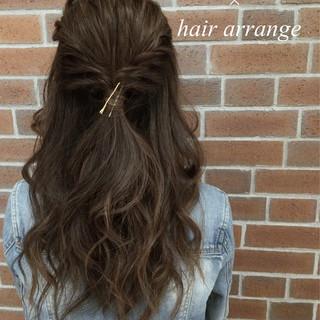 簡単ヘアアレンジ 大人女子 ゆるふわ くせ毛風 ヘアスタイルや髪型の写真・画像