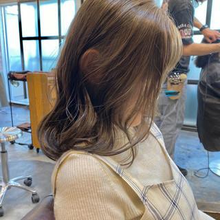 ミニボブ ミルクティーグレージュ ナチュラル インナーカラー ヘアスタイルや髪型の写真・画像