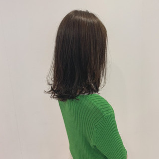 オリーブ オリーブグレージュ ミディアム オリーブカラー ヘアスタイルや髪型の写真・画像