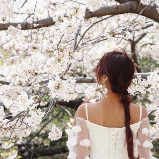 フェミニン ロング 紐アレンジ 結婚式ヘアアレンジ ヘアスタイルや髪型の写真・画像