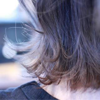 フェミニン ウェットヘア グレージュ ボブ ヘアスタイルや髪型の写真・画像