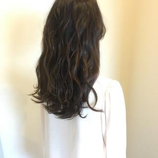 ナチュラル セミロング 波ウェーブ 透明感 ヘアスタイルや髪型の写真・画像