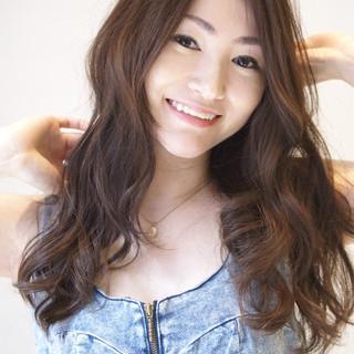 暗髪 アッシュ 大人かわいい ゆるふわ ヘアスタイルや髪型の写真・画像