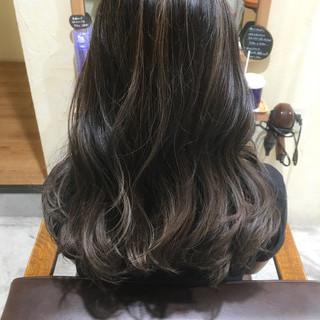 ロング グラデーションカラー くせ毛風 外国人風 ヘアスタイルや髪型の写真・画像