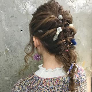 結婚式 ガーリー セミロング ヘアアレンジ ヘアスタイルや髪型の写真・画像 ヘアスタイルや髪型の写真・画像