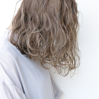 大人かわいい ツヤ髪 ミルクティーベージュ ナチュラル ヘアスタイルや髪型の写真・画像 ヘアスタイルや髪型の写真・画像