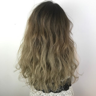 ガーリー アッシュベージュ グラデーションカラー 結婚式 ヘアスタイルや髪型の写真・画像 ヘアスタイルや髪型の写真・画像