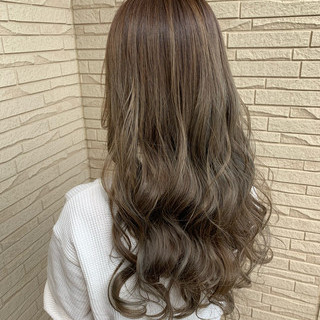 ロング ガーリー アッシュグレージュ アッシュグレー ヘアスタイルや髪型の写真・画像