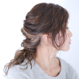 グラデーションカラー パーマ ヘアアレンジ 簡単ヘアアレンジ ヘアスタイルや髪型の写真・画像