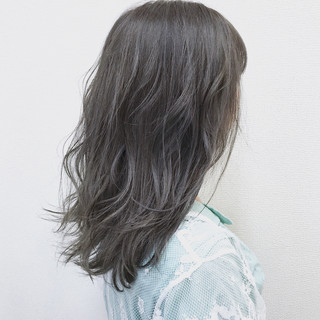 ウェーブ ガーリー 雨の日 アンニュイ ヘアスタイルや髪型の写真・画像