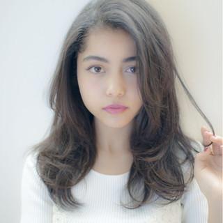 グレー グレージュ アッシュ 外国人風 ヘアスタイルや髪型の写真・画像
