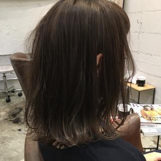 ゆるふわ アッシュ ストリート ミディアム ヘアスタイルや髪型の写真・画像
