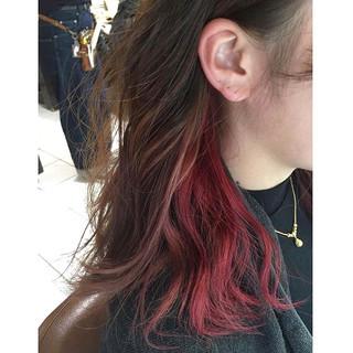 インナーカラー イヤリングカラー ベリーピンク ミディアム ヘアスタイルや髪型の写真・画像