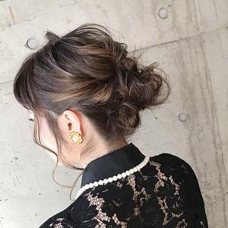 ミディアム ふわふわヘアアレンジ 結婚式ヘアアレンジ ナチュラル ヘアスタイルや髪型の写真・画像