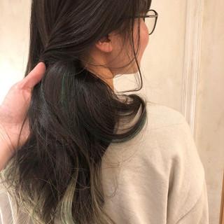 モード インナーグリーン デザインカラー インナーカラー ヘアスタイルや髪型の写真・画像 ヘアスタイルや髪型の写真・画像