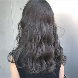 ロング ハイトーン モード グレージュ ヘアスタイルや髪型の写真・画像 ヘアスタイルや髪型の写真・画像