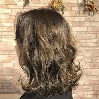 ナチュラル 波ウェーブ ロブ ミディアム ヘアスタイルや髪型の写真・画像