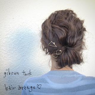 簡単アレンジでいつものヘアスタイルを目を引く髪型に♡