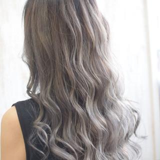 ロング ホワイトハイライト エレガント ミルクティー ヘアスタイルや髪型の写真・画像