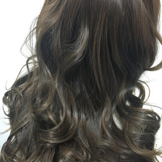 ロング ハイライト 冬 アッシュグレージュ ヘアスタイルや髪型の写真・画像