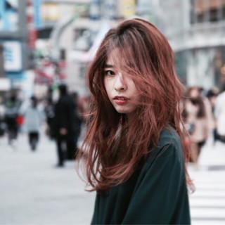 グラデーションカラー アッシュ ロング パーマ ヘアスタイルや髪型の写真・画像