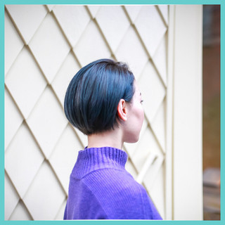 ブリーチ ブルー ショートボブ ストリート ヘアスタイルや髪型の写真・画像