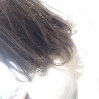ミディアム ストリート ハイライト 暗髪 ヘアスタイルや髪型の写真・画像 ヘアスタイルや髪型の写真・画像