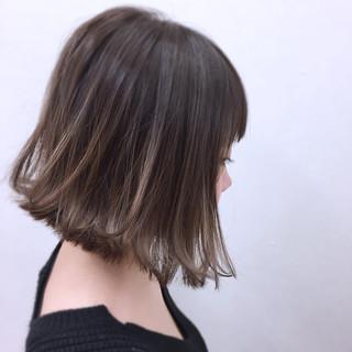 グレージュ ボブ ナチュラル グラデーションカラー ヘアスタイルや髪型の写真・画像
