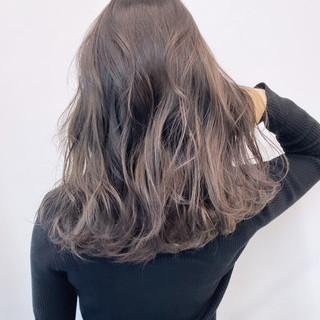 オリーブグレージュ グラデーションカラー バレイヤージュ エレガント ヘアスタイルや髪型の写真・画像