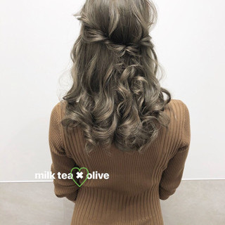 大人可愛い フェミニン ミルクティー セミロング ヘアスタイルや髪型の写真・画像
