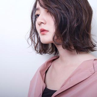外ハネ アンニュイ ウェーブ 透明感 ヘアスタイルや髪型の写真・画像
