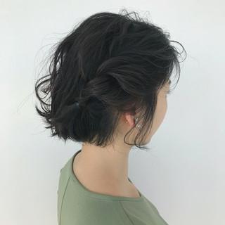 フェミニン ねじり ヘアアレンジ ミディアム ヘアスタイルや髪型の写真・画像