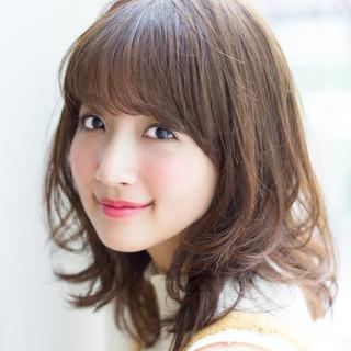 小嶋陽菜 ミディアム マッシュ ベージュ ヘアスタイルや髪型の写真・画像