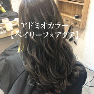 可愛い グレーアッシュ セミロング シルバーアッシュ ヘアスタイルや髪型の写真・画像