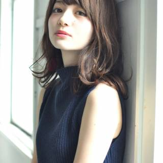 ゆるふわ フェミニン セミロング 外国人風 ヘアスタイルや髪型の写真・画像