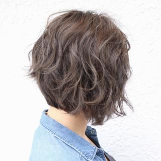 前下がり ハイライト ブリーチ グレージュ ヘアスタイルや髪型の写真・画像