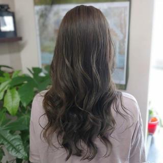 アッシュグレージュ ミルクティーグレージュ ロング ナチュラル ヘアスタイルや髪型の写真・画像
