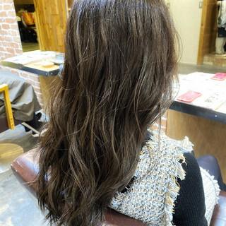 グレージュ デジタルパーマ ロング アッシュグレージュ ヘアスタイルや髪型の写真・画像