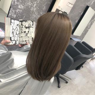 ヌーディベージュ セミロング アッシュベージュ ナチュラル ヘアスタイルや髪型の写真・画像