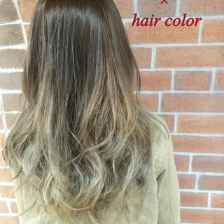ロング グラデーションカラー アッシュ ストリート ヘアスタイルや髪型の写真・画像