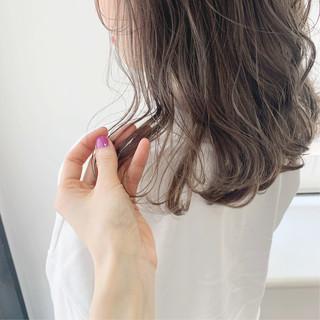 ダブルカラー ナチュラル ウルフカット ラベンダーグレージュ ヘアスタイルや髪型の写真・画像