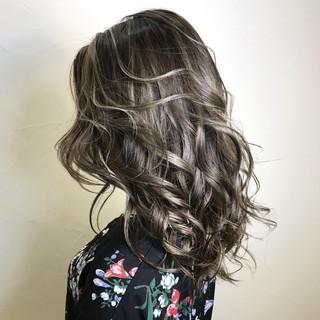 ダブルカラー アッシュグレージュ グレージュ 外国人風カラー ヘアスタイルや髪型の写真・画像