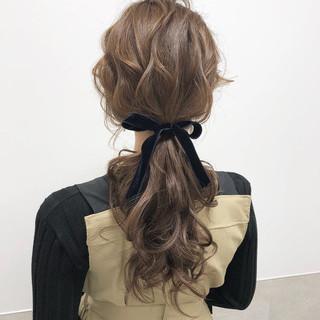 ポニーテール オリーブベージュ フェミニン ロング ヘアスタイルや髪型の写真・画像
